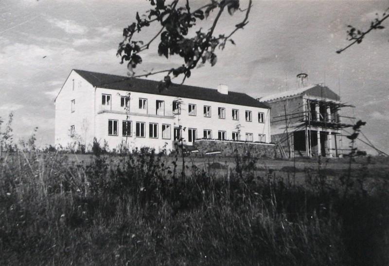 Gästeflügel mit Kapelle zum Richtfest 1952