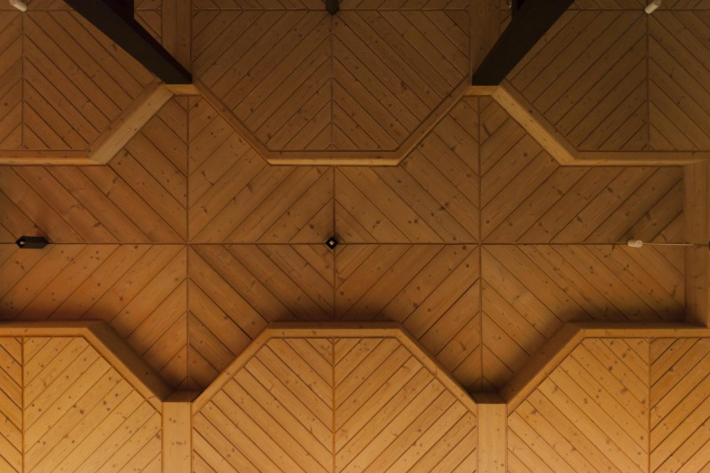 Holzdecke im Speiseraum