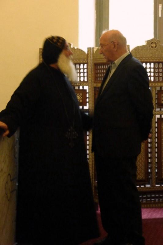 Prof. Hainz im Gespräch mit Bischof Damian (Koptisches Kloster Brenkhausen)