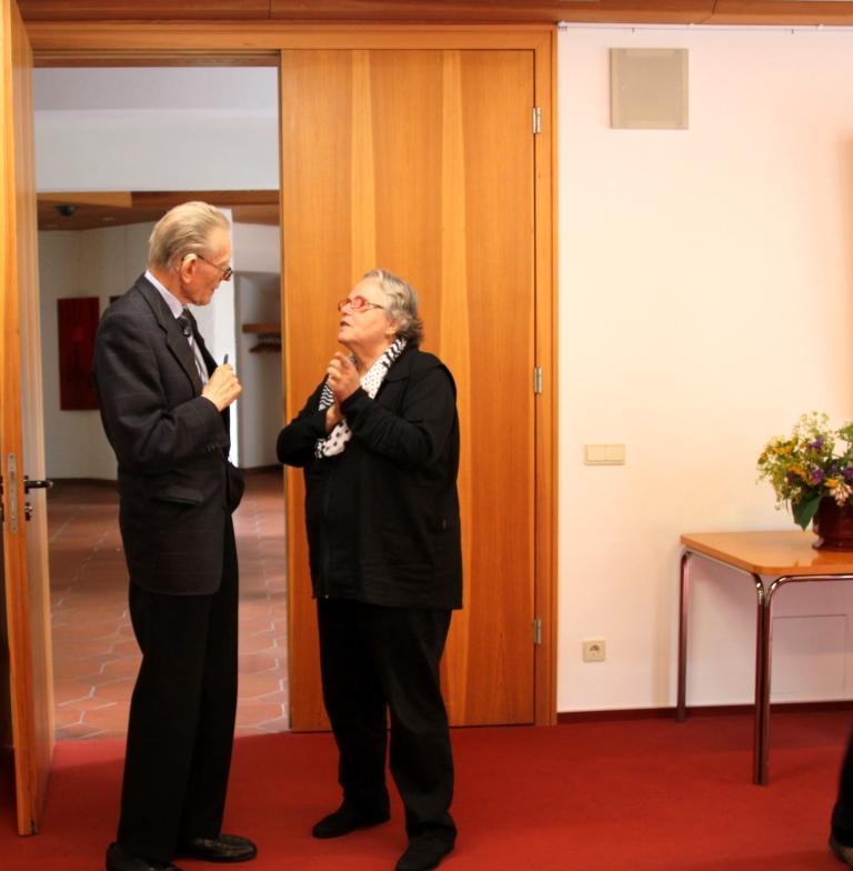 Frau Prof. Ulrike Niklas im Gespräch mit Prof. Kösters