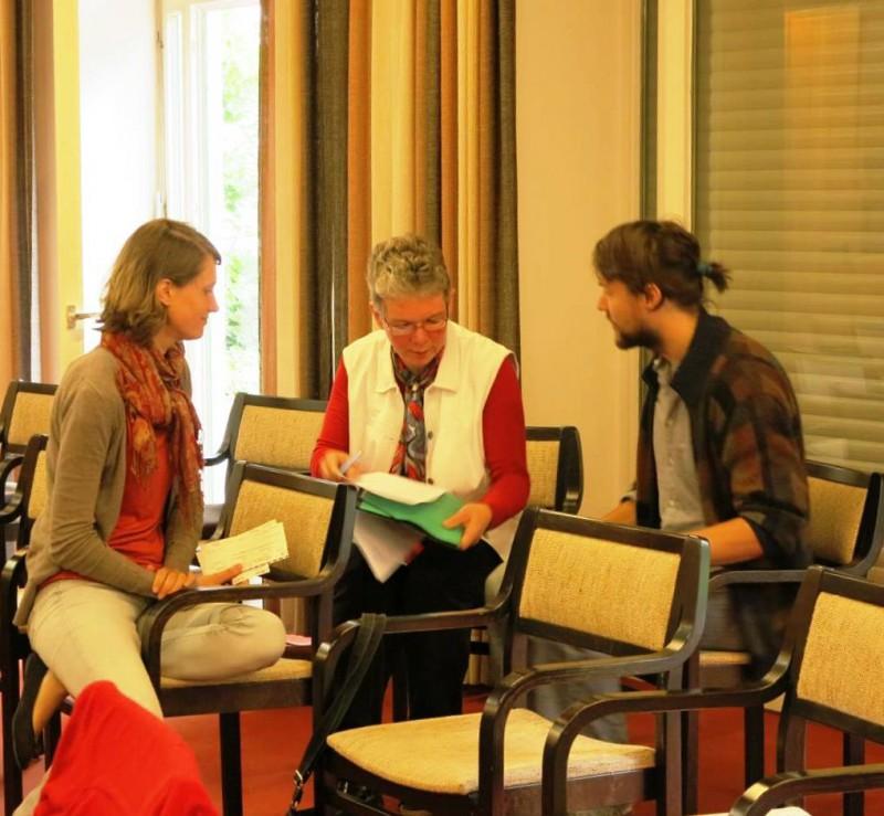 Carla Küffner, Dagmar Feldmann, Korbinian Langbehn im Gespräch