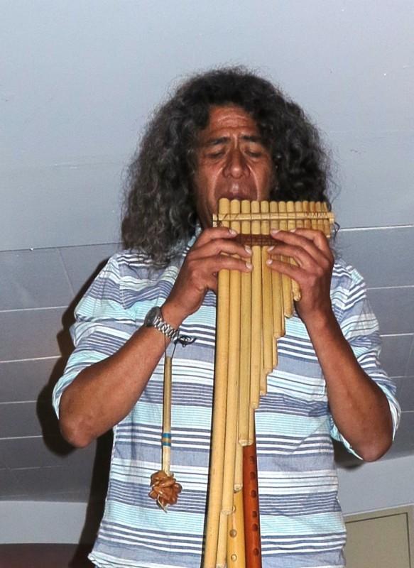 Teovaldo Martinez Zapata musiziert traditionelle Lieder