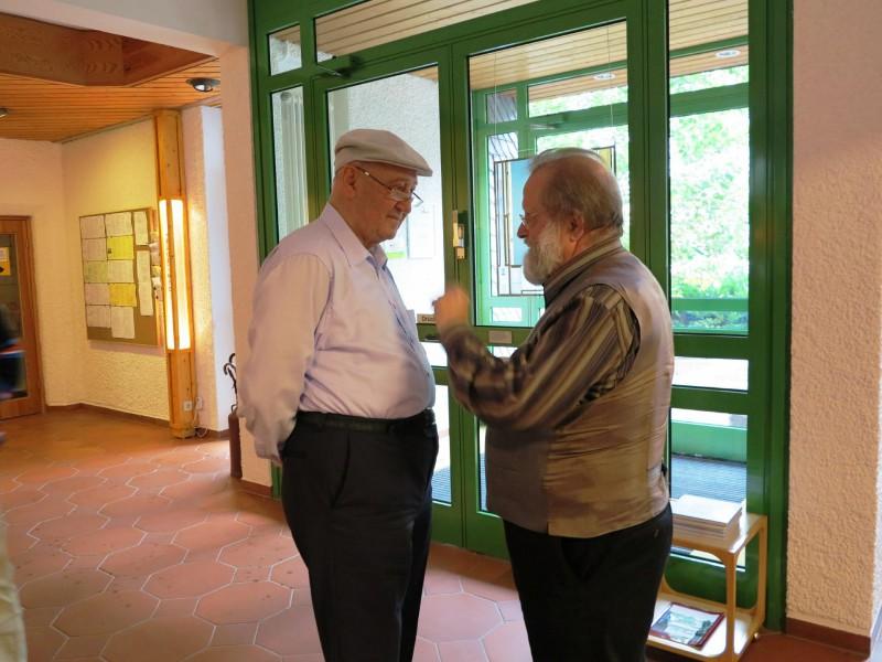 Prof. Hainz mit Dr. Perrar im Gespräch
