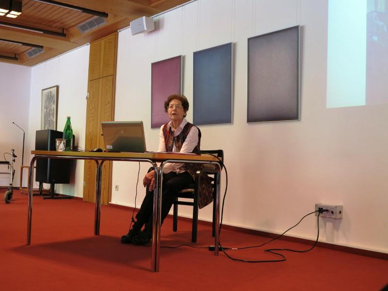 Dr. Anna Ulrich