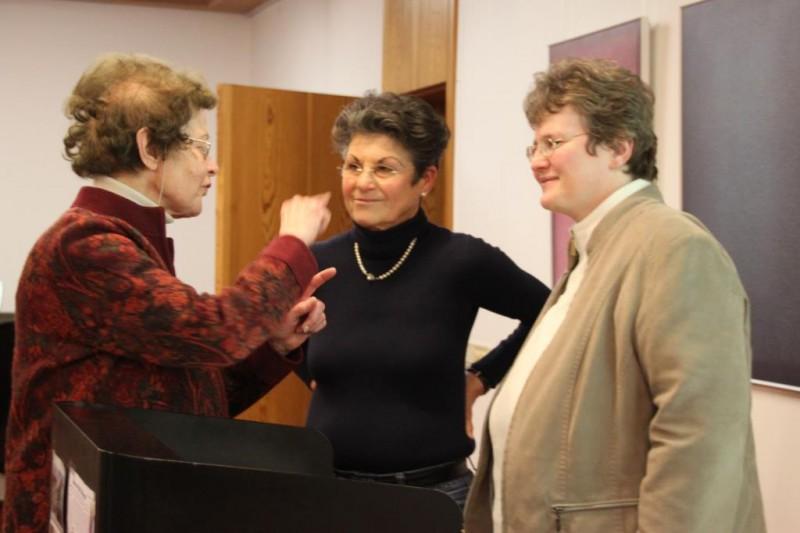 Dr. Anna Ulrich (Die Hegge) im Gespräch mit Annette Erös und Dorothee Mann (Die Hegge)