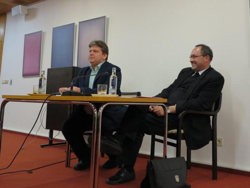 Monsignore Andreas Kurte und Damian Lazarek