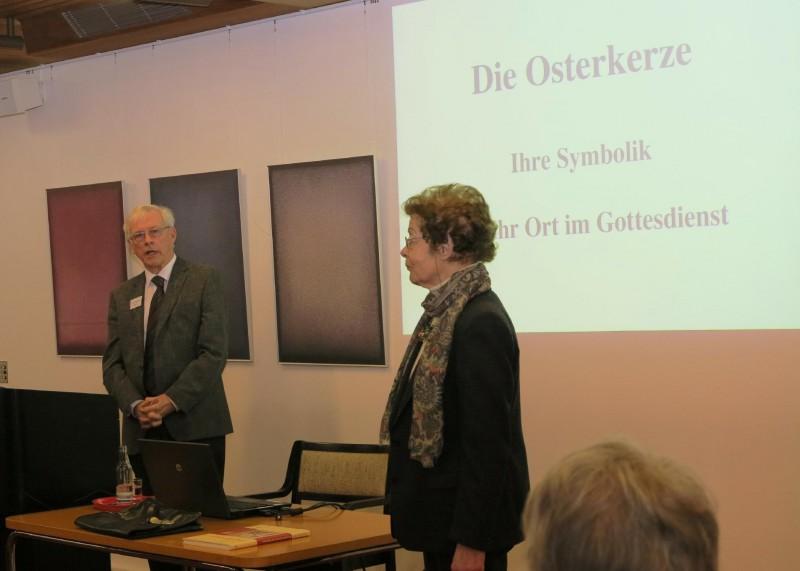Dr. Norbert Ernst und Frau Dr. Anna Ulrich, Die Hegge
