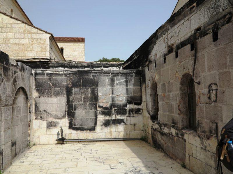Spuren des Brandanschlags in Tabgha