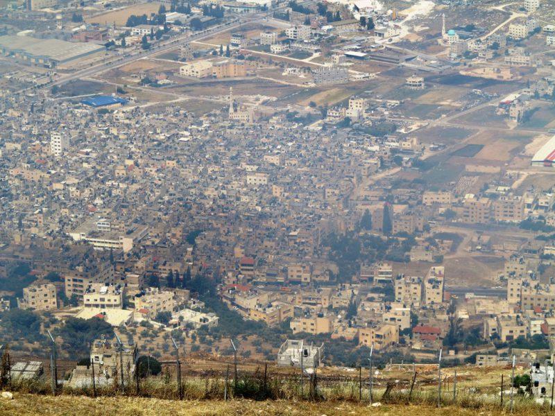 Blick vom Berg Garizim auf das Flüchtlingslager in Nablus