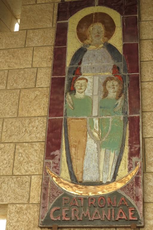 Muttergottesdarstellung aus Deutschland an der Verkündigungskirche in Nazareth