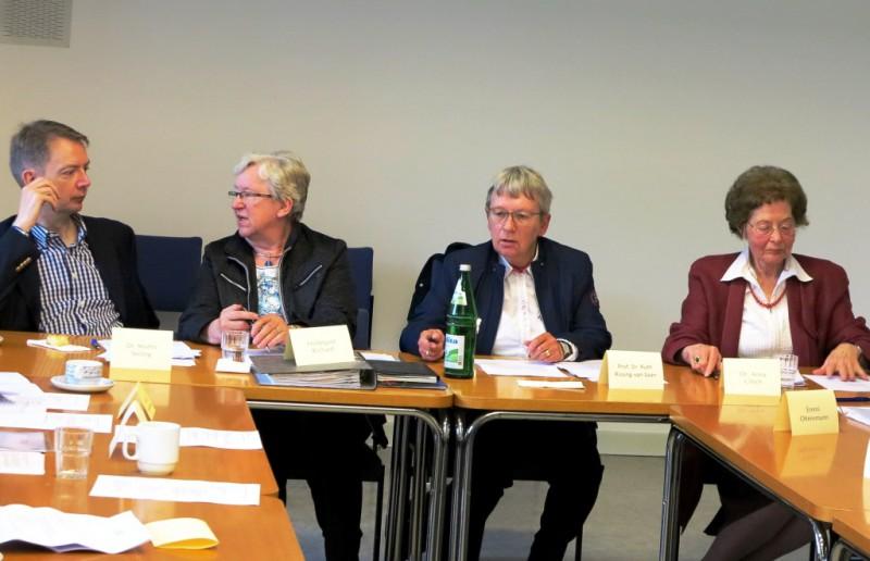 Vorstand (v.l.n.r.)Dr. Martin Seiling, Hildegard Richard, Prof. Dr. Ruth Rissing-van Saan, Dr. Anna Ulrich