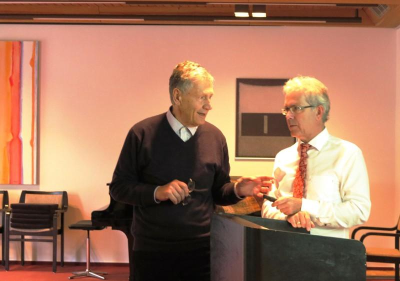 Dr. Böger im Gespräch mit einem Seminarteilnehmer