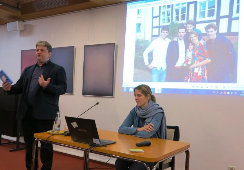 Damian Lazarek begrüßt Judith Aßländer
