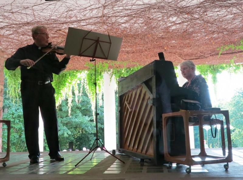 Pfarrer Insel, Geige und Ludgera Engemann, Klavier