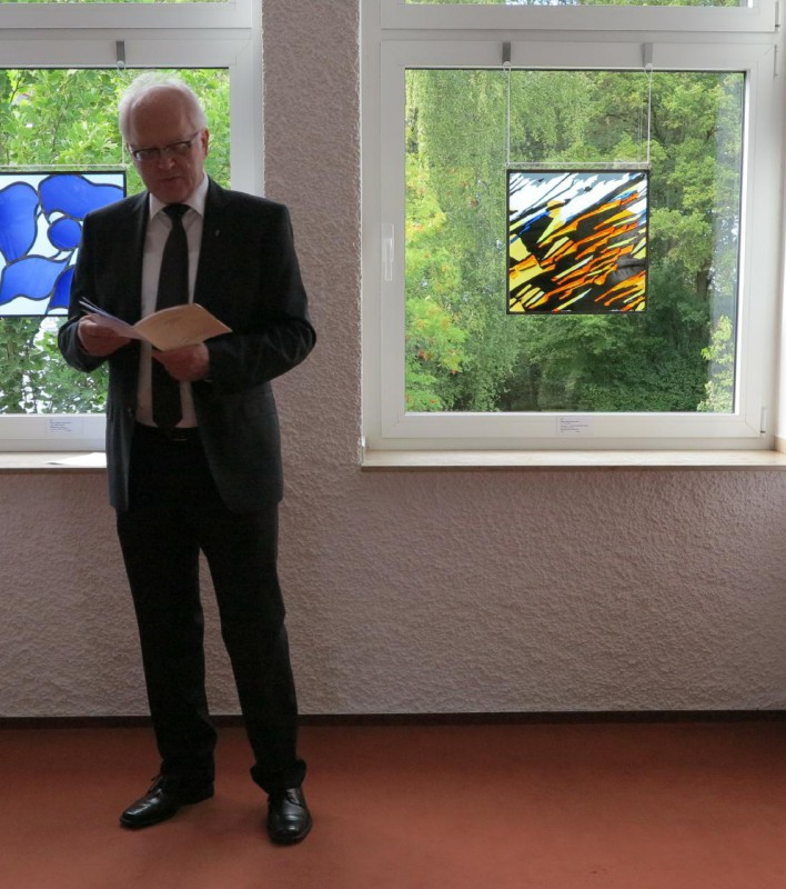 Prof. Meyer zu Schlochtern erläutert das Werk  von Marie-Luise Dähne