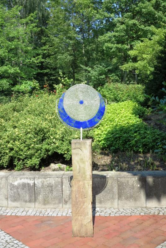 "Hempel, Marion, ""Blue Moon"", 2015, Fusinglas auf Eichenholz, Ausführung Marion Hempel"