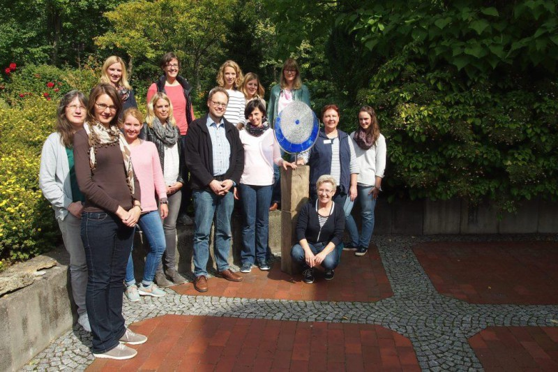 Die Teilnehmerinnen mit den beiden Referenten Dr. Delia Freudenreich, Paderborn und Markus Rischen, Neuss