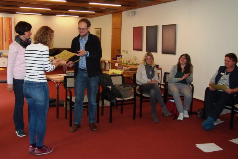 Zum Abschluss erhielten alle Teilnehmer ihr Zertifikat zur Godly Play-Erzählerin
