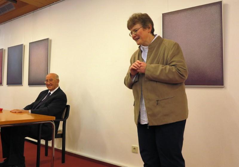 Begrüßung von Prof. Dr. Josef Hainz durch Lic. theol. Dorothee Mann