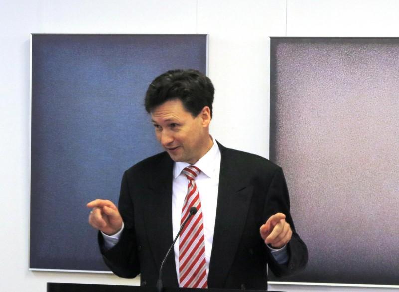 Prof. Dr. Dominik Burkard