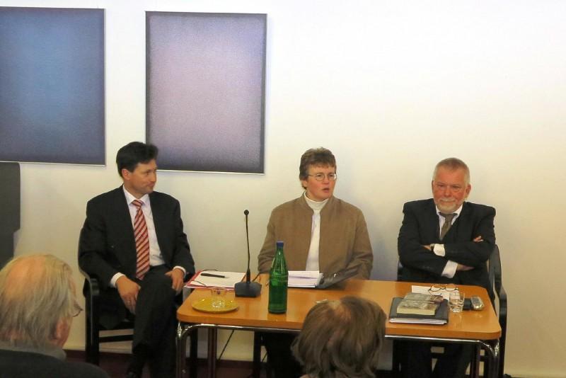 v.l.n.r. Prof. Dr. Burkard, Lic. theol. Dorothee Mann, Prof. Dr. Hirschfeld