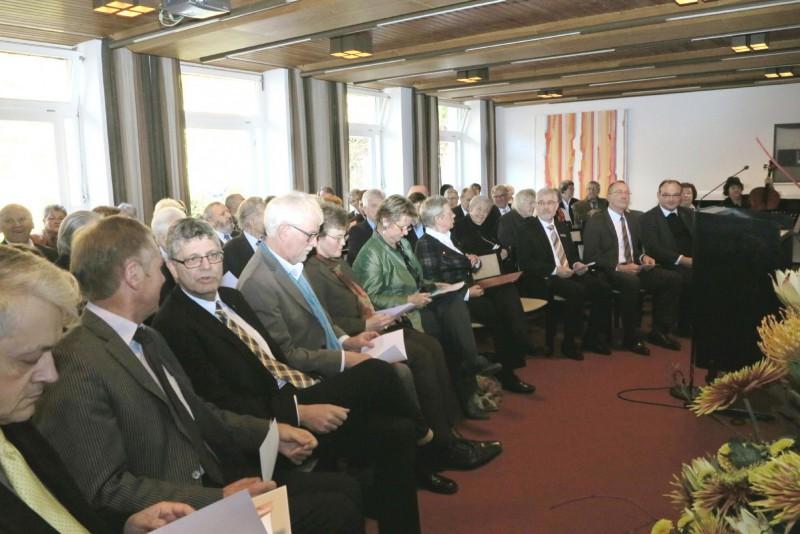 von li. nach re.: Dr. Brülls, H. Fehring MdL, Chr. Haase, MdB, W. Neuling, Reg. Detmold, D. Mann, Ministerin Löhrmann, R. Rissing-van Saan, H.G. Koßmann, Krs. Höxter, H.H. Bluhm, Stadt Willebadessen, G. Pieper, Dechant Warburg.