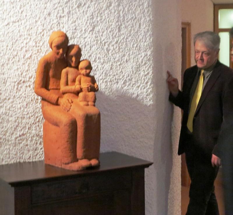 Dr. Brülls mit Anna Selbdritt der Künstlerin Maria Eulenbruch