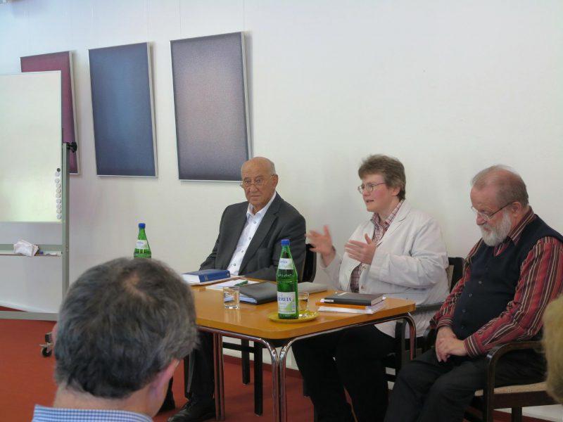 Rundgespräch mit den Referenten und Dorothee Mann, Die Hegge