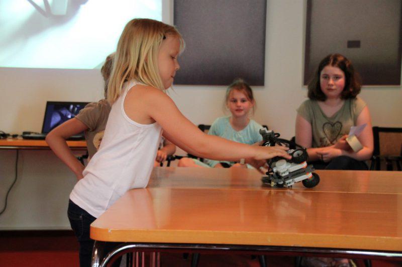 Programmieren von Robotern nicht nur für Jungs
