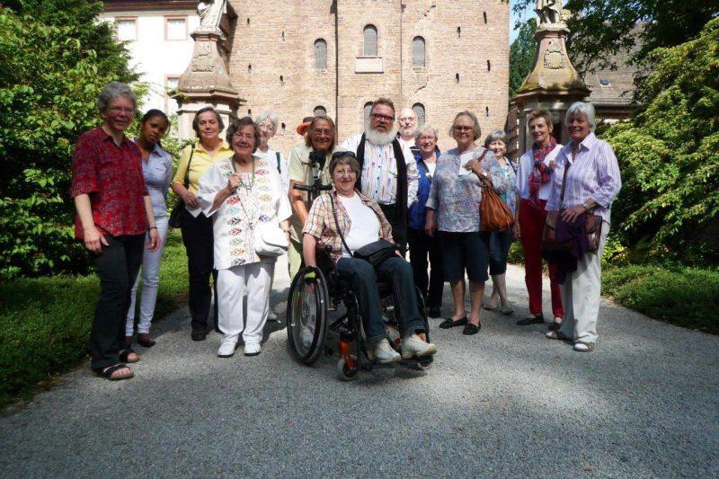 Die Tagungsteilnehmer vor dem Westwerk von Corvey