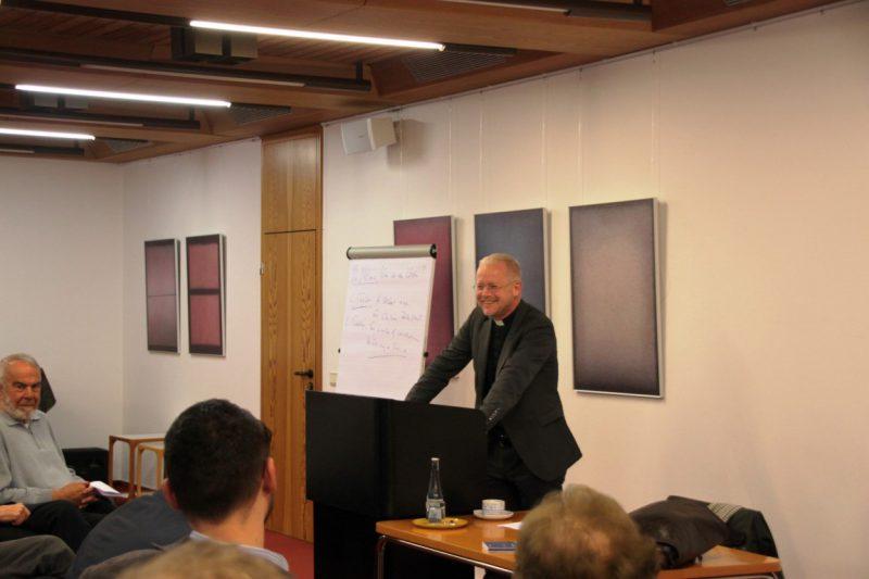 Prof Schallenberg beim Vortrag
