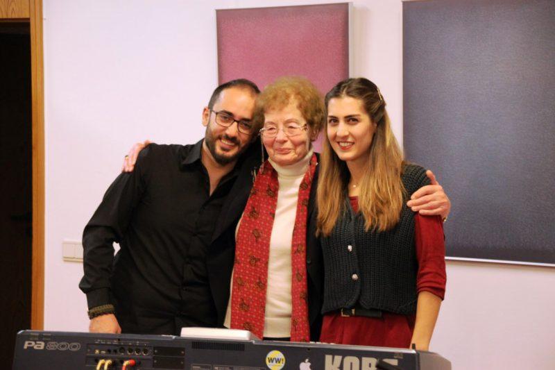 Frau Anna mit den syrischen Musikern