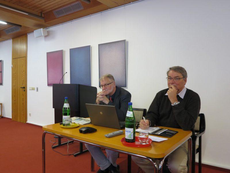 Ulrich Jung stellt sich den Fragen der Zuhörer