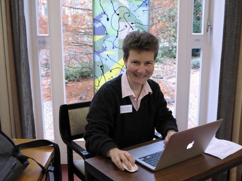 Prof. Dr. phil. Birgit Kleymann protokolliert fleißig