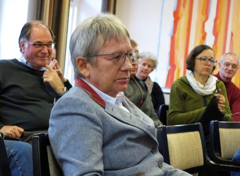 Frau Prof. Dr. jur. Rissing-van Saan ist eine interessierte Zuhörerin