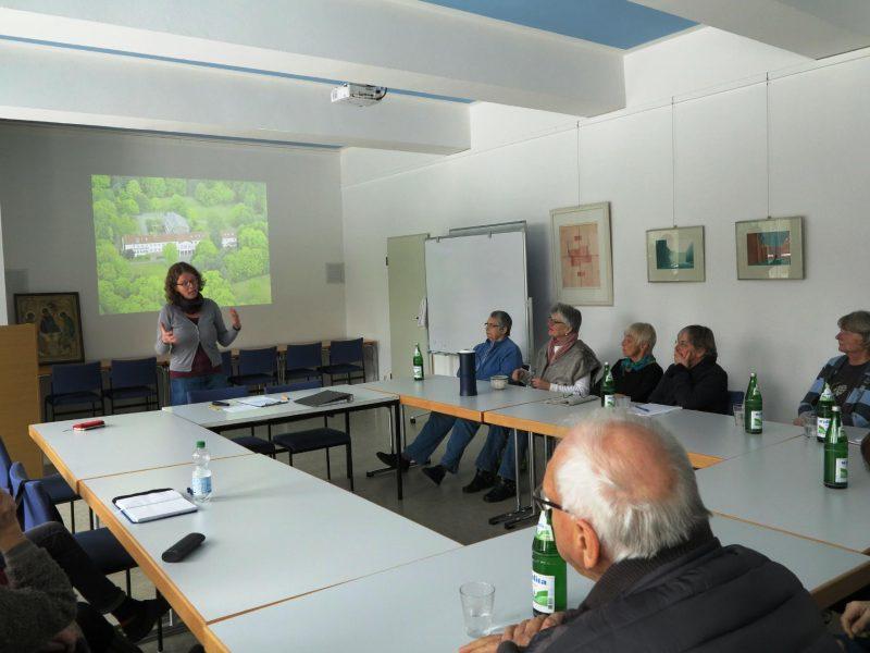 Frau Dr. Anne Kirsch, Die Hegge,im Vortragsraum