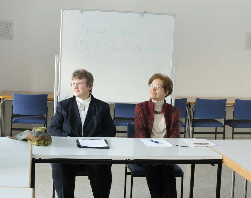 Frau Dorothee und Frau Anna beim Abschlußgespräch