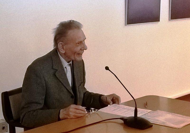 """Prof. Dr. Reinhard Kösters referiert""""Über die Ausstrahlung großer Persönlichkeiten""""."""