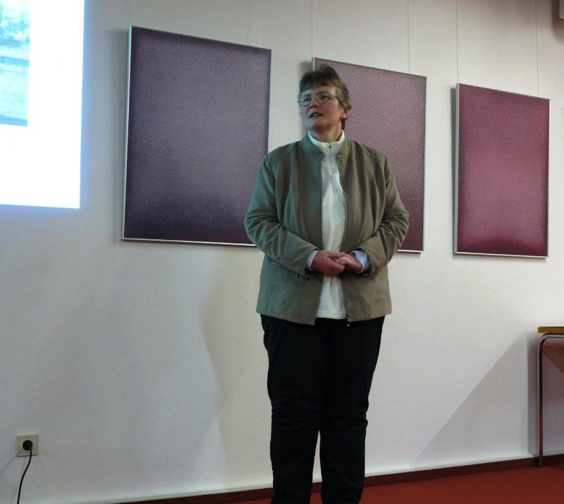 Lic. theol. Dorothee Mann begrüßt Referenten und Teilnehmer