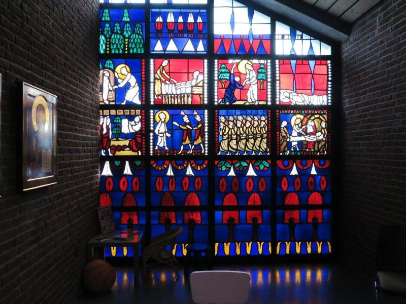 Die Fensterbilder der Heilig Geist-Kirche wurden von Agnes Mann (1907-1994) gestaltet