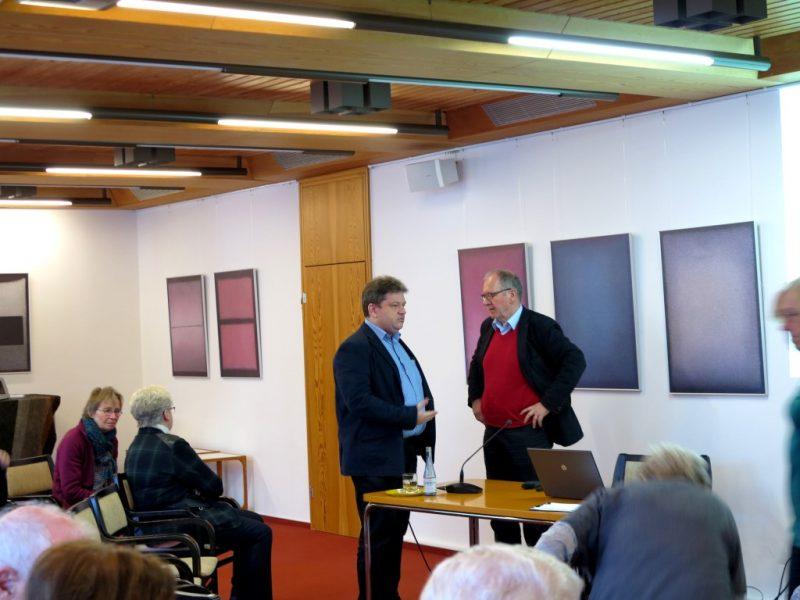 Prof. Dr. Freise und Damian Lazarek im Gespräch