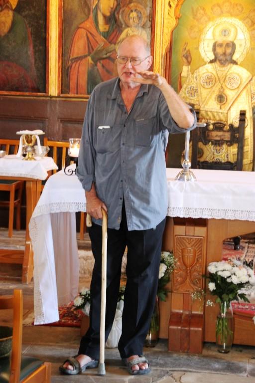 Father John in der Kirche Agia Kiriaki