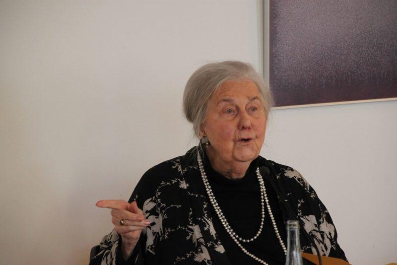 Frau Dr. Ursula Heindrichs