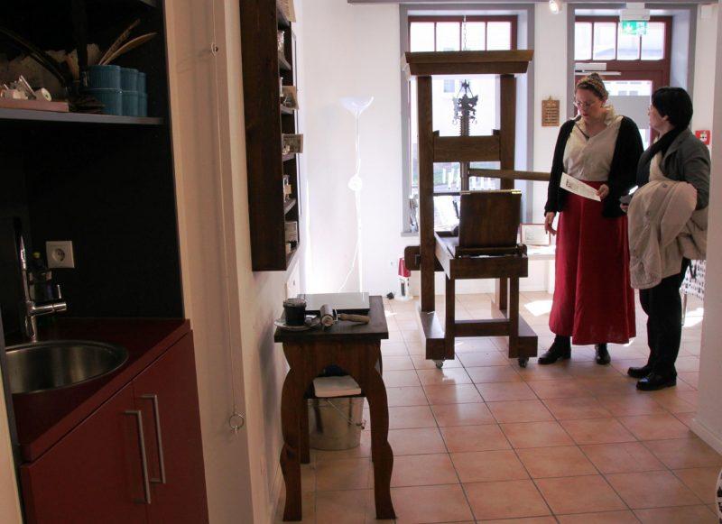 In Workshops des Lutherhauses werden Flugblätter gedruckt