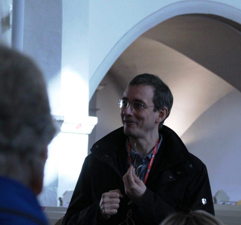Pfarrer Stephan Köhler begeistert mit seiner Art, die Georgenkirche zu erläutern
