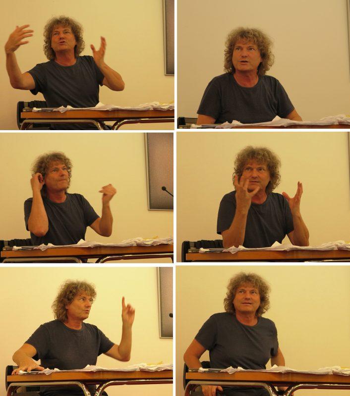 Sebastian Heindrichs bei seinem lebhaften Erzählen vom Theater