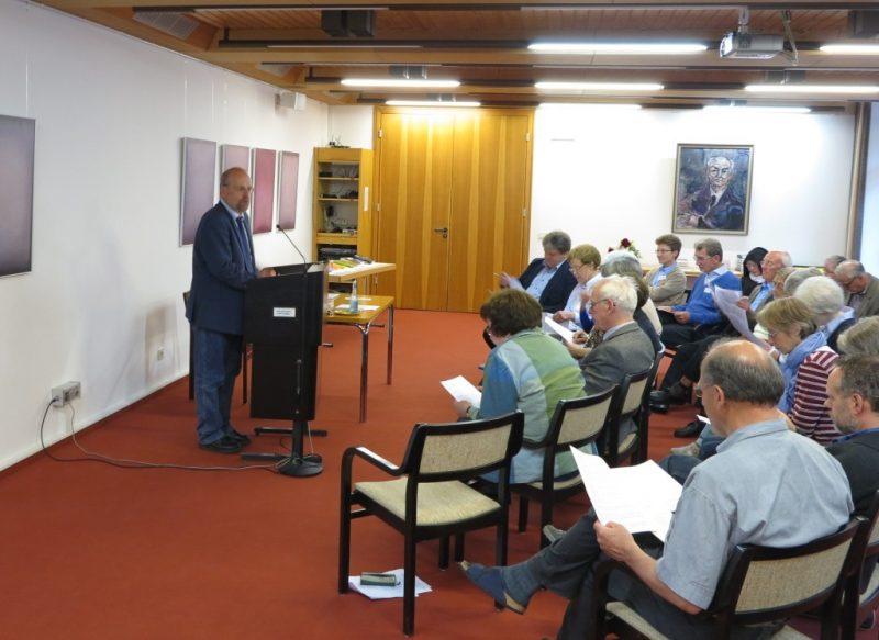 Prof. Langenhorst beim Vortrag