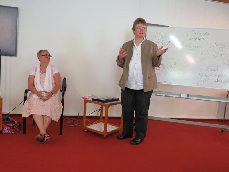 Dr. Iris Gniosdorsch und Dorothee Mann, Die Hegge