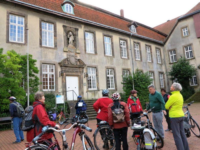 Barockes Portal des Klosters in Willebadessen