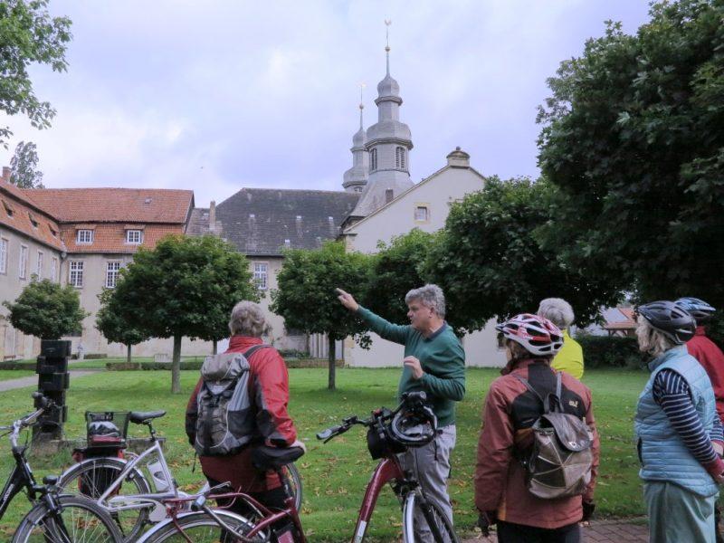 Klaus Böhmer erklärt die Klosteranlage